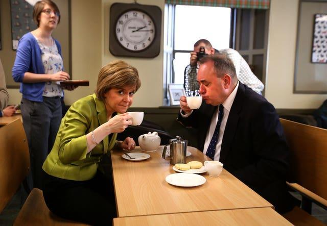 Nicola Sturgeon and Alex Salmond in a cafe