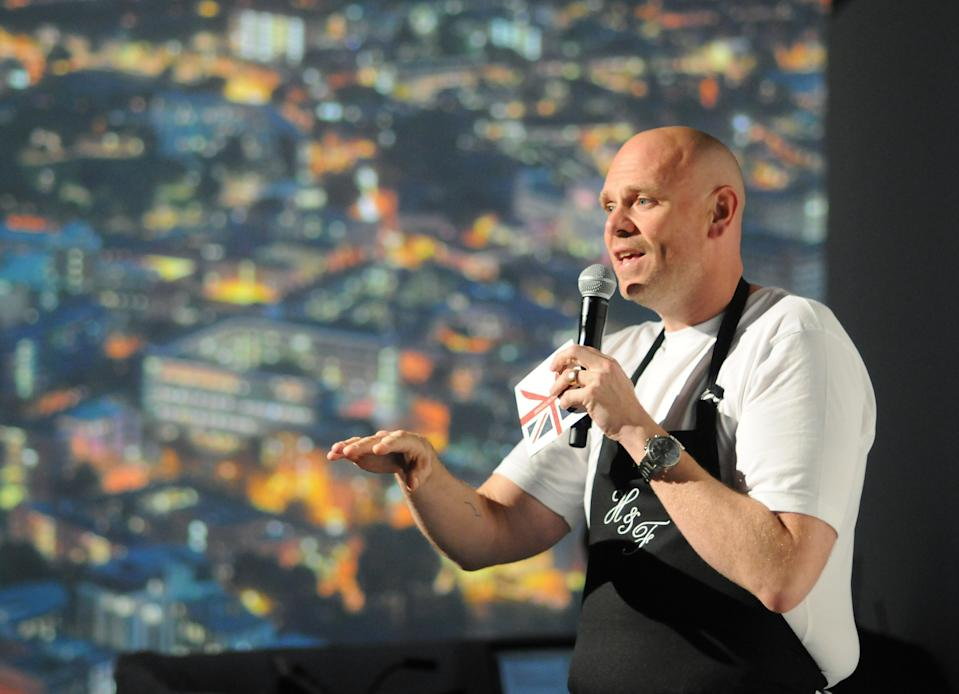 """IMAGE DISTRIBUTED FOR BRITISH AIRWAYS VISA CREDIT CARD FROM CHASE - Two Michelin Star British chef Tom Kerridge speaks before a view of London during the """"Bringing Britain Closer"""" immersive dining experience for British Airways Visa Credit Card from Chase cardholders, in New York on Thursday, Oct. 8, 2015.  (Jonathan Fickies/AP Images for British Airways Visa Credit Card from Chase)"""