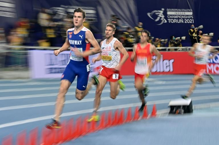 Norway's Jakob Ingebrigtsen leads in the men's 1500m final ahead of Poland's Marcin Lewandowski