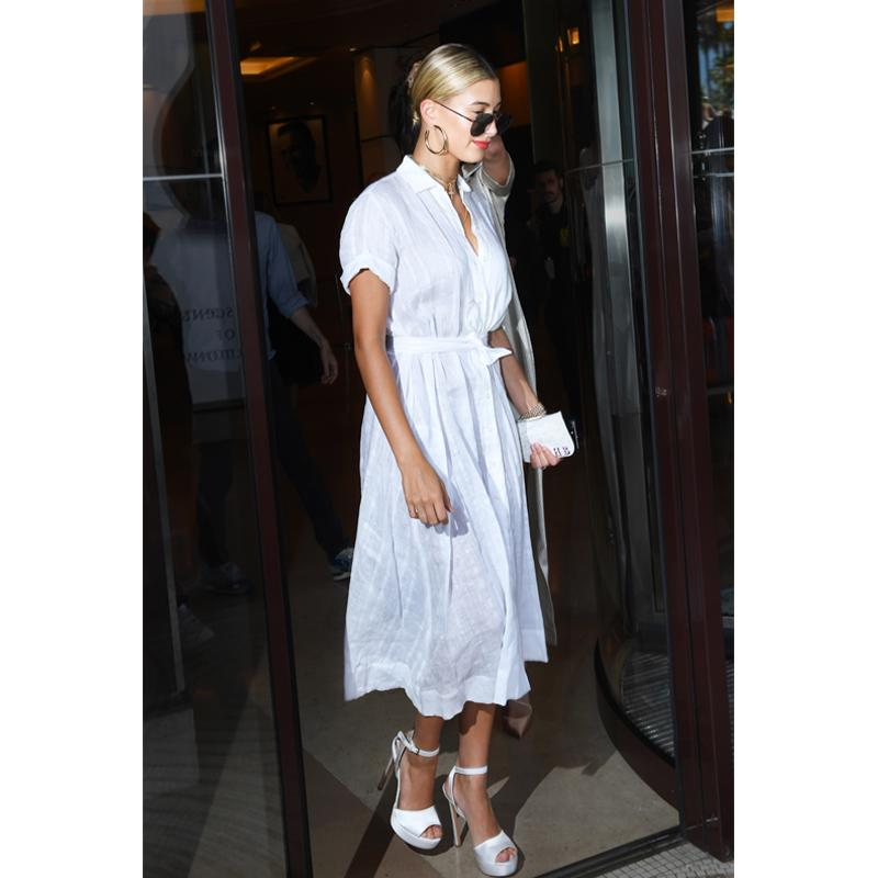 """<h2>In Stuart Weitzman Heels, Jennifer Fisher Hoop Earrings And Victoria Beckham Sunglasses</h2>                                                                                                                                                                             <p><p>In Cannes, France, 2017</p>                                                                                                                                                                               <h4>Splash News</h4>                                                                                                                 <p>     <strong>Related Articles</strong>     <ul>         <li><a rel=""""nofollow"""" href=""""http://thezoereport.com/fashion/style-tips/box-of-style-ways-to-wear-cape-trend/?utm_source=yahoo&utm_medium=syndication"""">The Key Styling Piece Your Wardrobe Needs</a></li><li><a rel=""""nofollow"""" href=""""http://thezoereport.com/living/wellness/khloe-kardashian-fast-food-picks/?utm_source=yahoo&utm_medium=syndication"""">Proof That Even The Kardashians Have Cheat Days</a></li><li><a rel=""""nofollow"""" href=""""http://thezoereport.com/beauty/skincare/natural-botox-face-exercises/?utm_source=yahoo&utm_medium=syndication"""">These Face Exercises Make You Look Younger, Without Botox</a></li>    </ul> </p>"""