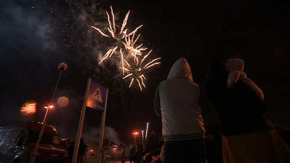 Fireworks at Leicester draw thousands at largest Diwali festival outside India. Rough Cut (No reporter narration).