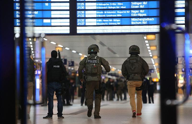 Special police commandos arrive at the main train station in Duesseldorf, western Germany, late on March 9, 2017 after at least nine people where injured by a man with an axe (AFP Photo/David YOUNG)