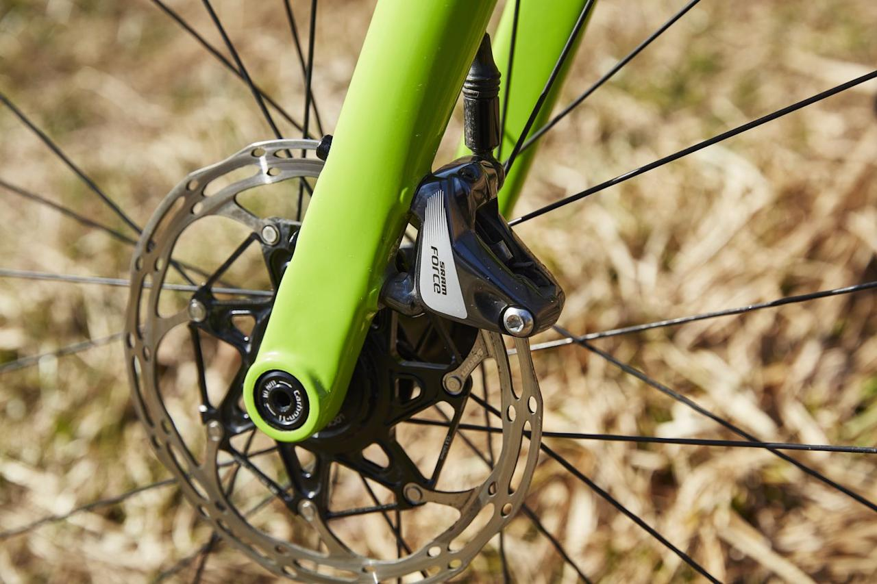 <p>The super light U-Turn fork lets you bolt the disc brake calipers directly to the fork, no adaptor needed. </p>