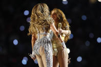 Shakira y Jennifer Lopez. (Photo by Kevin C. Cox/Getty Images)