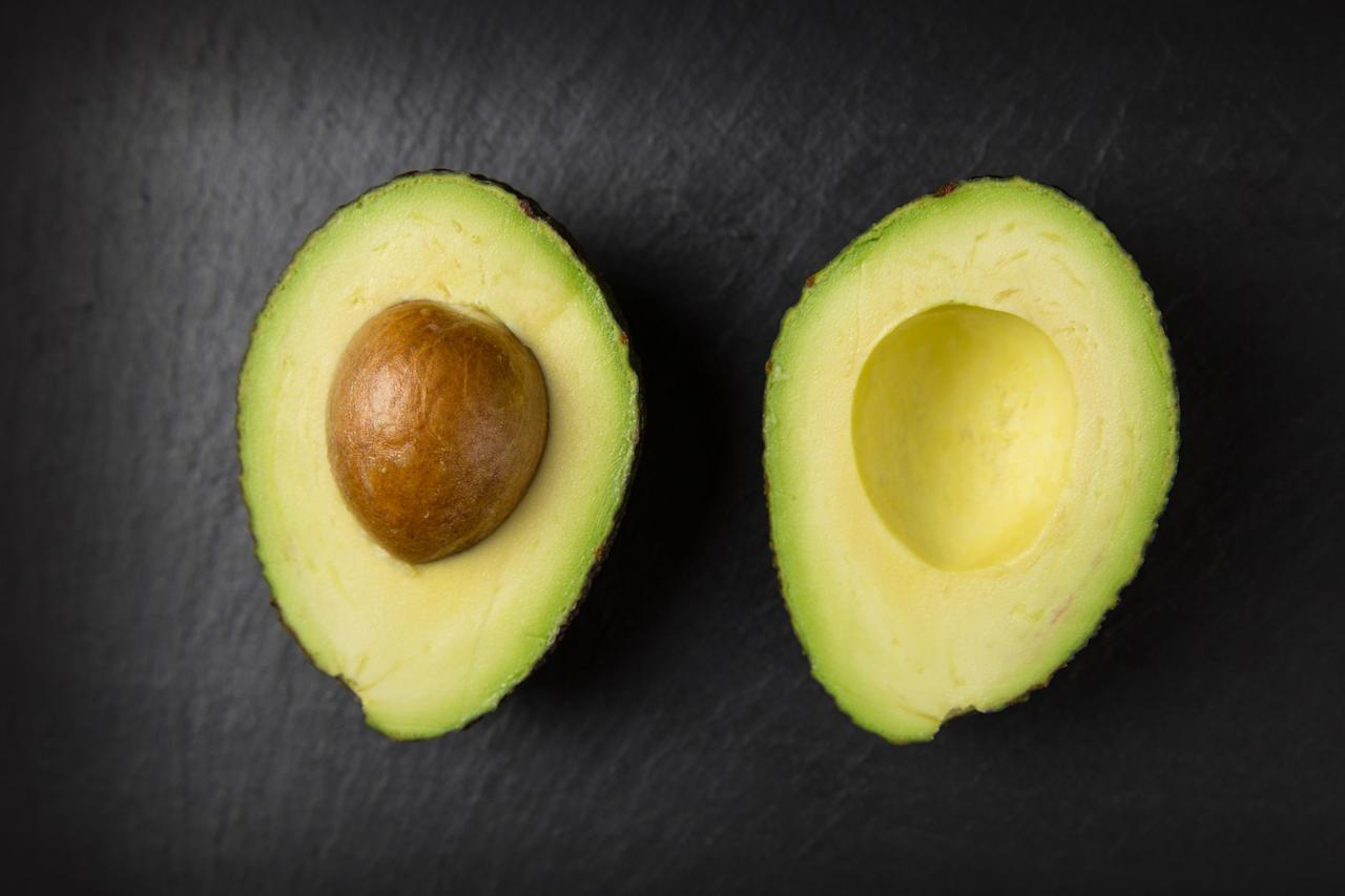 <p>Avocado extracts are great when used in the hair mask. It nourishes as well as strengthens leaving the hair full of life. </p>