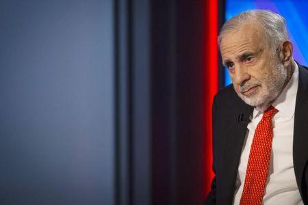 Billionaire activist-investor Carl Icahn gives an interview on FOX Business Network's Neil Cavuto show in New York February 11, 2014.  Icahn has backed off from his campaign urging Apple to increase its stock buybacks, citing the company's recent repurchases as well as an influential proxy adviser's call against his proposal.   REUTERS/Brendan McDermid (UNITED STATES)