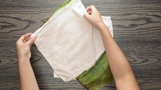Drying banana leaves with kitche towels