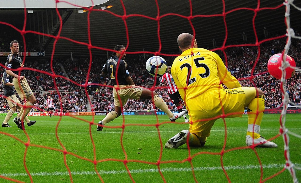 Darren Bent and a beach ball combine to beat Liverpool's Pepe Reina - Mike Hewitt (Getty Images)