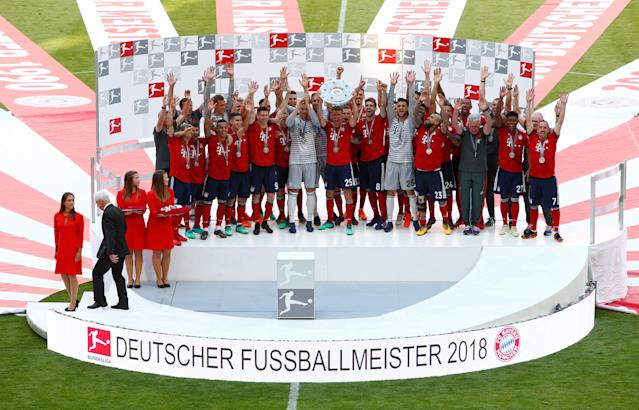Soccer Football - Bundesliga - Bayern Munich v VfB Stuttgart - Allianz Arena, Munich, Germany - May 12, 2018 Bayern Munich's Thomas Mueller celebrates winning the Bundesliga with the trophy and team mates REUTERS/Michaela Rehle DFL RULES TO LIMIT THE ONLINE USAGE DURING MATCH TIME TO 15 PICTURES PER GAME. IMAGE SEQUENCES TO SIMULATE VIDEO IS NOT ALLOWED AT ANY TIME. FOR FURTHER QUERIES PLEASE CONTACT DFL DIRECTLY AT + 49 69 650050