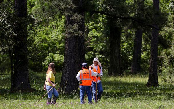 PHOTO: Members of Texas EquuSearch conduct a search for four-year-old Maleah Davis Monday, May 6, 2019, in Humble, Texas. (Godofredo A. Vasquez/AP)