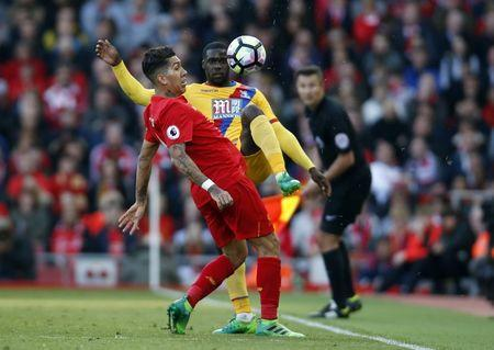 Britain Football Soccer - Liverpool v Crystal Palace - Premier League - Anfield - 23/4/17 Crystal Palace's Jeffrey Schlupp in action with Liverpool's Roberto Firmino Action Images via Reuters / Paul Childs Livepic