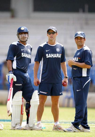 BANGALORE, INDIA - OCTOBER 07:  India coach Gary Kirsten (centre) with Sachin Tendulkar (right) and Virender Sehwag (left) during the Indian cricket team training session at the M.Chinnaswamy Stadium on October 7,2008 in Bangalore,India  (Photo by Michael Steele/Getty Images)