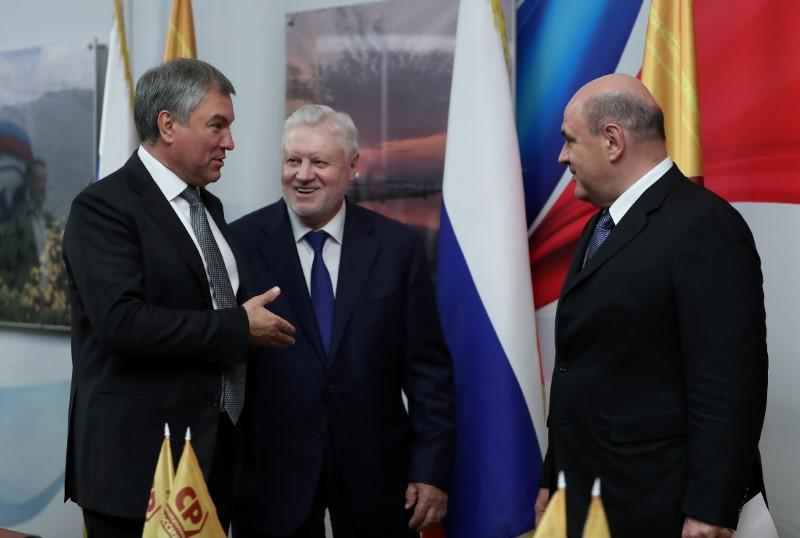 Mikhail Mishustin, who was earlier nominated by Russian President Vladimir Putin as the candidate for the post of Prime Minister, Vyacheslav Volodin and Sergei Mironov talk at the State Duma in Moscow