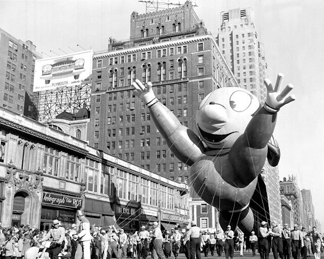 <p>Mighty Mouse makes a spectacle of himself at Macy's Thanksgiving Day parade on Nov. 22, 1956. (Photo: Hal Mathewson/New York Daily News Archive/Getty Images) </p>