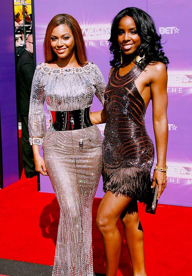 "Destiny's Child members Beyonce Knowles and Kelly Rowland are so close they're practically sisters. At age 11, Kelly even moved in with the Knowles family. Kevin Terrell/<a href=""http://www.wireimage.com"" target=""new"">WireImage.com</a> - June 26, 2007"