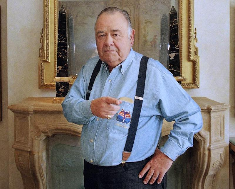 FILE - This May 6, 1997 file photo shows comedian Jonathan Winters posing at a hotel in Beverly Hills, Calif. Winters, whose breakneck improvisations inspired Robin Williams, Jim Carrey and many others, died Thursday, April 11, 2013, at his Montecito, Calif., home of natural causes. He was 87.  (AP Photo/Damian Dovarganes, file)