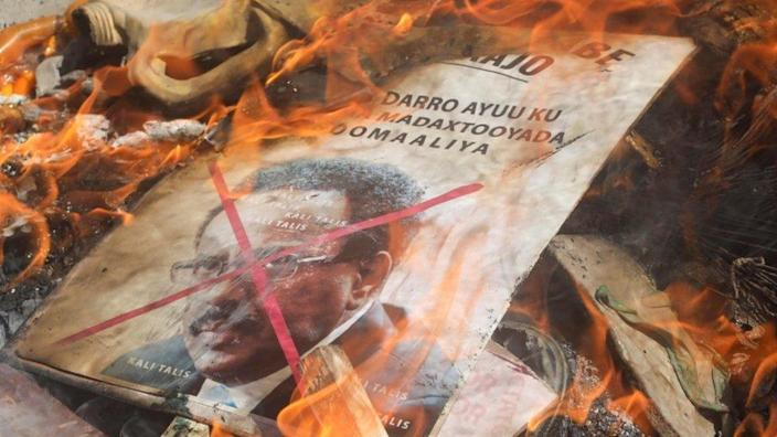 A placard with a picture of Somalia's president burns on a street of Mogadishu, Somalia 25 April 2021