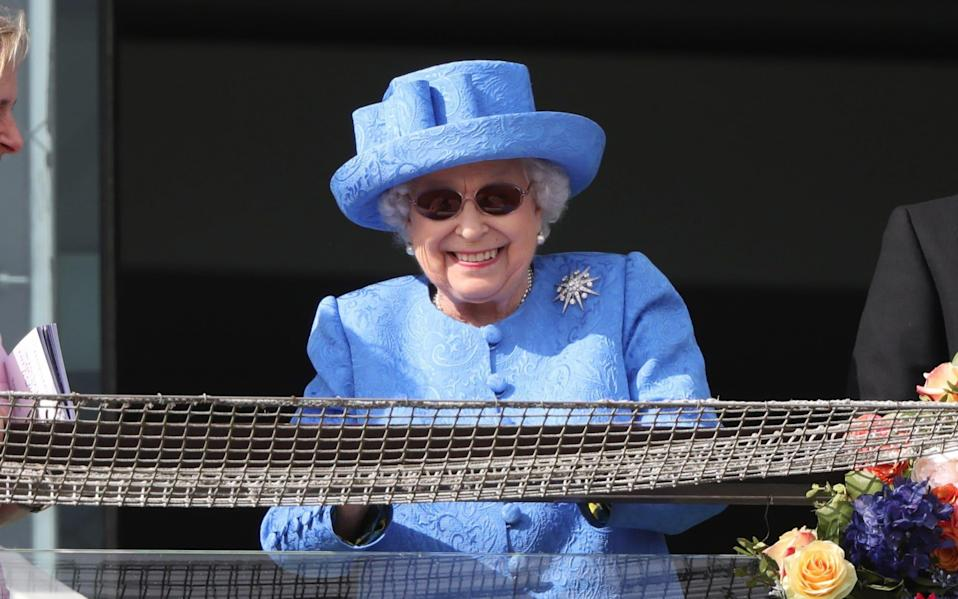 the Queen wearing the Jardine Star brooch at the Derby in 2019 - Paul Marriott / Alamy