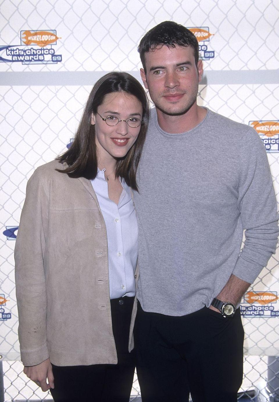 <p>Jennifer Garner and her then-boyfriend (who she'd later marry and divorce) Scott Foley attended the Nickelodeon Kids Choice Awards following meeting on the set of the TV show <em>Felicity</em>. </p>