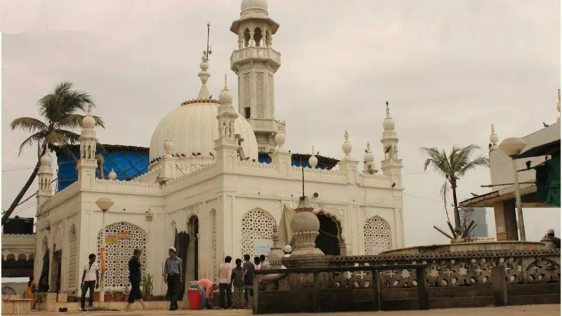 SC Asks Haji Ali Dargah if it Would Help Remove Encroachment
