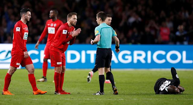 Soccer Football - Coupe de France - Les Herbiers VF vs FC Chambly - Stade de la Beaujoire, Nantes, France - April 17, 2018 Les Herbiers' Sebastien Flochon appeals to referee Benoit Bastien after a foul on FC Chambly's Max Hilaire REUTERS/Stephane Mahe