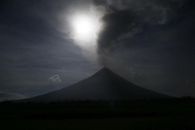 <p>The moon exhibits a phenomena that combined a supermoon, a blue moon and a total lunar eclipse as seen in Legazpi city, Albay province around 200 miles (340 kilometers) southeast of Manila, Philippines Wednesday, Jan. 31, 2018. (Photo: Bullit Marquez/AP) </p>