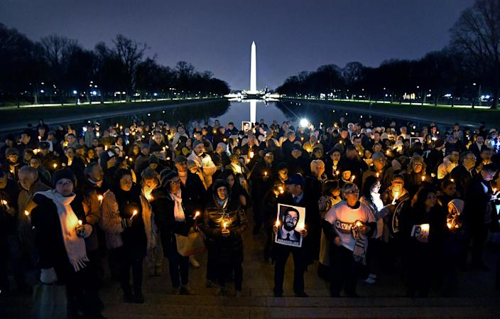 Holding candles and photos, friends and family gathered on Dec. 5, 2017, at the Lincoln Memorial to remember Bijan Ghaisar. (Photo: Michael S. Williamson/The Washington Post via Getty Images)