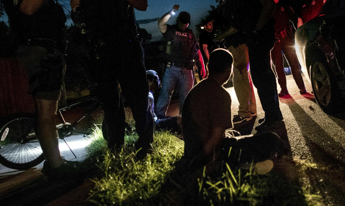Northern Virginia Gang Task Force officers partner with ICE officers to arrest several alleged MS-13 gang members in Manassas, Va. (Photo: Melina Mara/Washington Post via Getty Images)