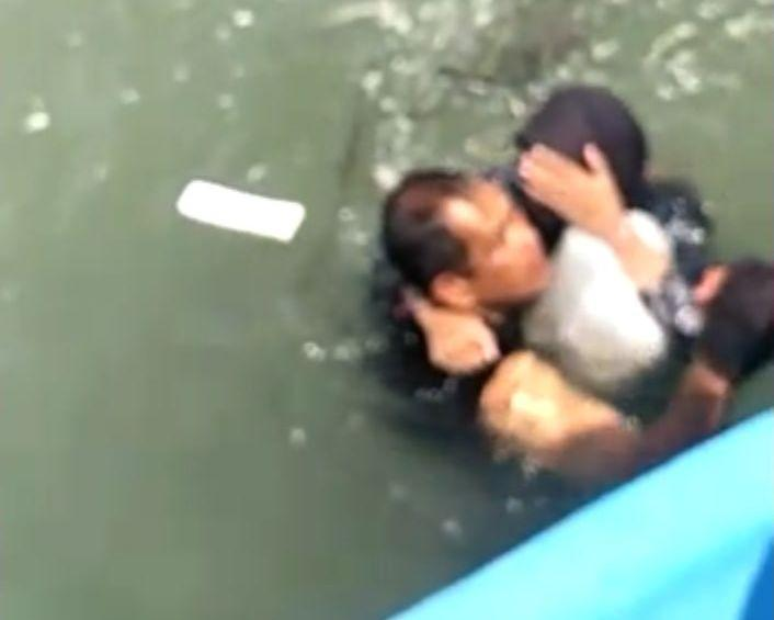 Cop saves Penang bridge jumper, but nearly perishes in the act (VIDEO)