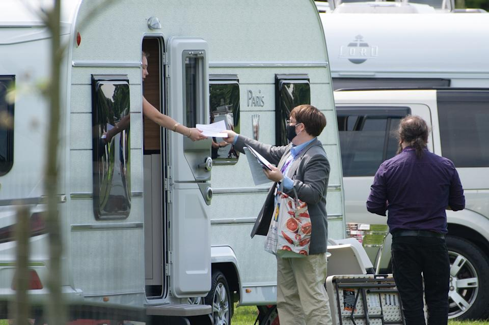 Counsel workers handing out welfare notices to travellers. (SWNS)