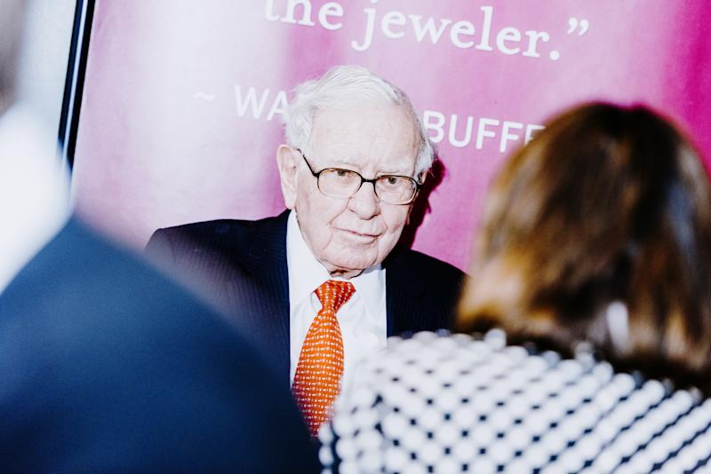 Anonymous Bidder Offers More Than $4.5M to Dine With Warren Buffett