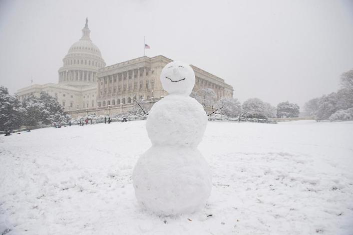 Another kind of storm -- this one involving snow -- in Washington (AFP Photo/SAUL LOEB)