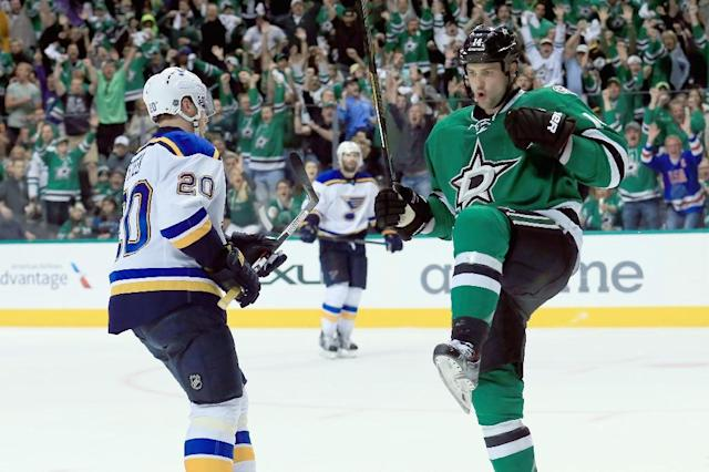 Dallas Stars captain Jamie Benn (R) scored the game-tying goal with 2:36 remaining in regulation (AFP Photo/Tom Pennington)