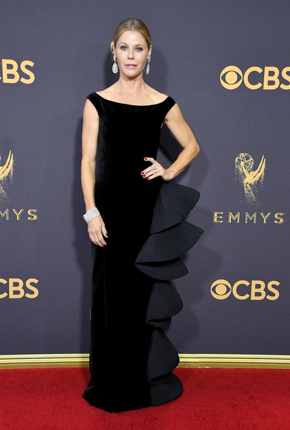 <p>Julie Bowen attends the 69th Primetime Emmy Awards on Sept. 17, 2017.<br> (Photo: Getty Images) </p>