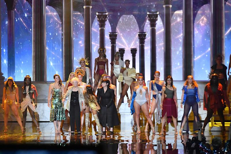 The Grande family takes a bow at the end of the performance.  (Michael Loccisano via Getty Images)