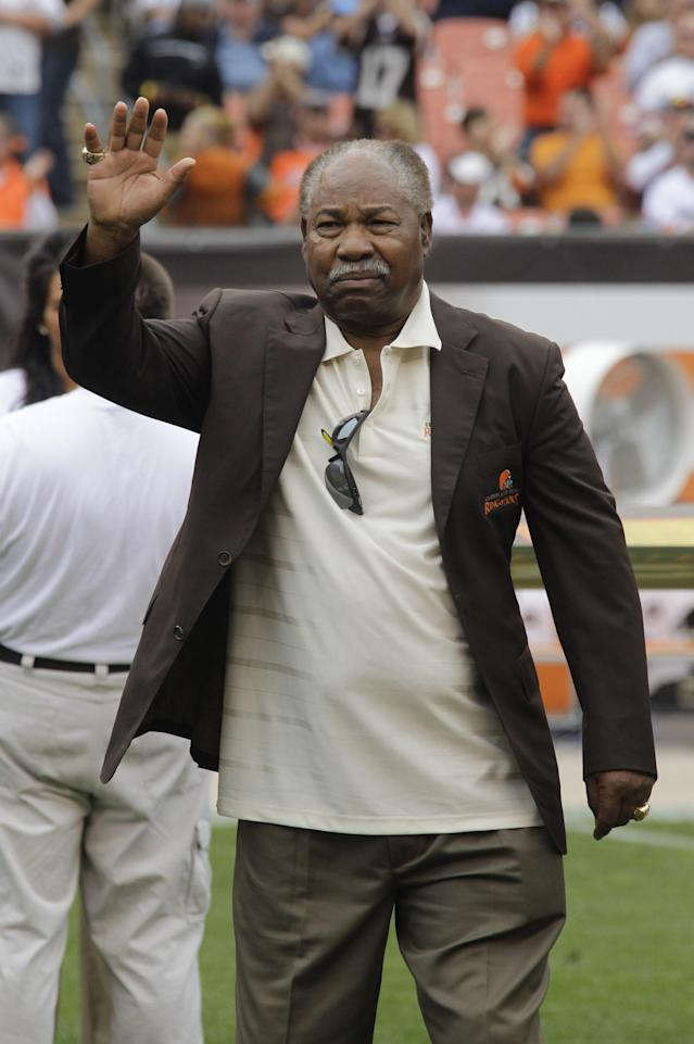 Hall of Fame receiver Bobby Mitchell waves during the Cleveland Browns Ring of Honor ceremony at halftime of an NFL football game against the Kansas City Chiefs Sunday, Sept. 19, 2010, in Cleveland. (AP Photo/Mark Duncan)