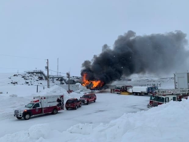 A fire is believed to have broken out at the Environment Canada weather station in Iqaluit Monday afternoon. (Matisse Harvey/Radio-Canada - image credit)