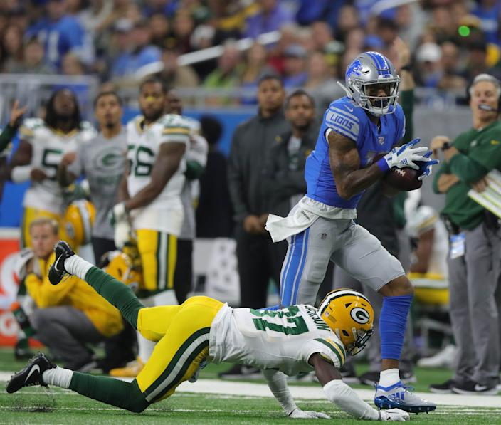 Kenny Golladay makes a catch over Packers safety Josh Jones in 2018.