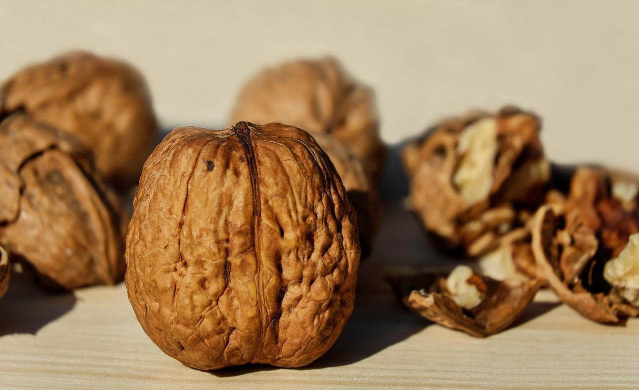 <p>This tree nut is high in omega-3 fatty acids, specifically alpha-linolenic acid (ALA), which is associated with prevention of heart disease and diabetes. Every 100g of nuts contains: Calories – 654 kcal, Protein – 15g, Fibre – 7g (Photo: Pixabay) </p>