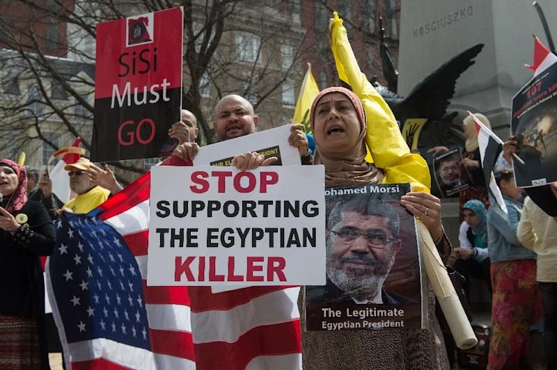 Opponents of Egyptian Abdel Fattah al-Sisi chant slogans as he meets with US President Donald Trump at the White House (AFP Photo/NICHOLAS KAMM)