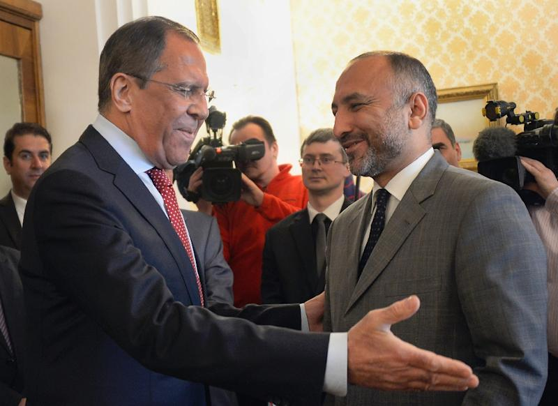Russian Foreign Minister Sergei Lavrov (L) welcomes Afghan National Security Advisor Hanif Atmar during their meeting in Moscow on April 15, 2015 (AFP Photo/Alexander Nemenov)