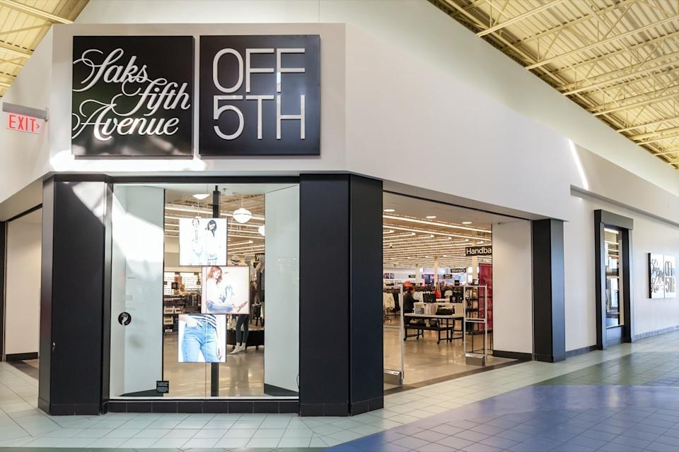 saks off fifth mall entrance