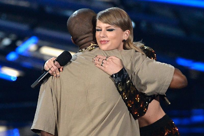 At the 2015 edition of the MTV Music Video Awards, West (L) accepted the Video Vanguard prize from Swift -- a peacemaking of sorts (AFP Photo/KEVORK DJANSEZIAN)