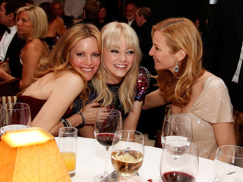 Gal pals Leslie Mann, Emma Stone (in Chanel Haute Couture), and Jennifer Westfeldt enjoyed some laughs -- and some wine -- together at the VF bash.