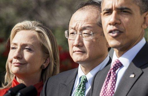 Jim Yong Kim is seen flanked by Secretary of State Hillary Clinton and US President Barack Obama