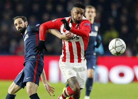 Football Soccer - PSV Eindhoven v Atletico Madrid - UEFA Champions League Round of 16 First Leg - PSV stadium, Eindhoven, Netherlands - 24/2/16 Atletico Madrid's Juanfran in action against PSV Eindhoven's Jurgen Locadia (R). REUTERS/Michael Kooren