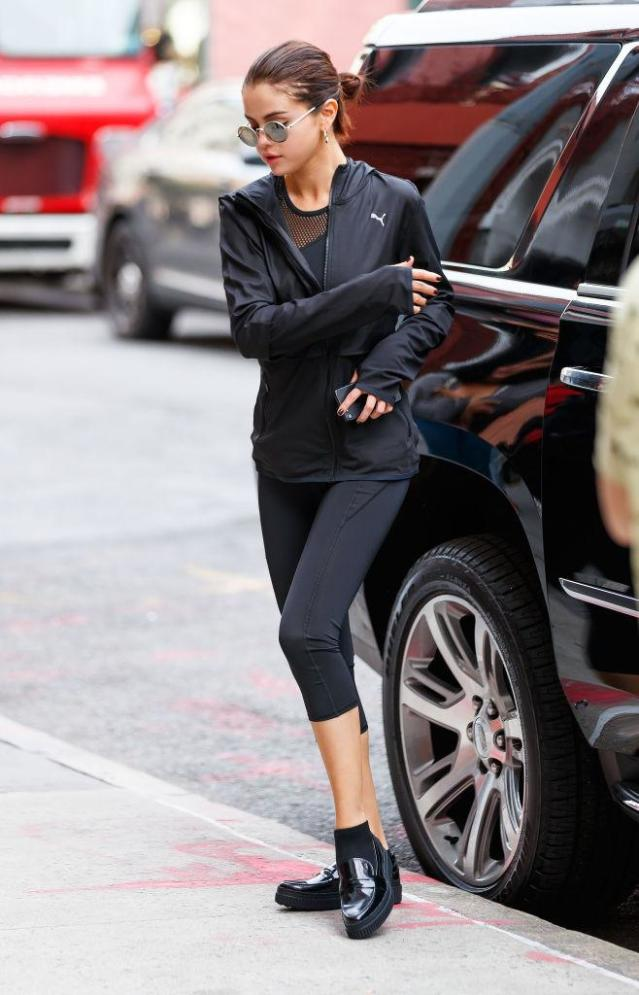 <p>Although the star had a hectic schedule, she managed to make time for the gym, where she paired her sporty gear with creepers. (Photo: Getty Images) </p>