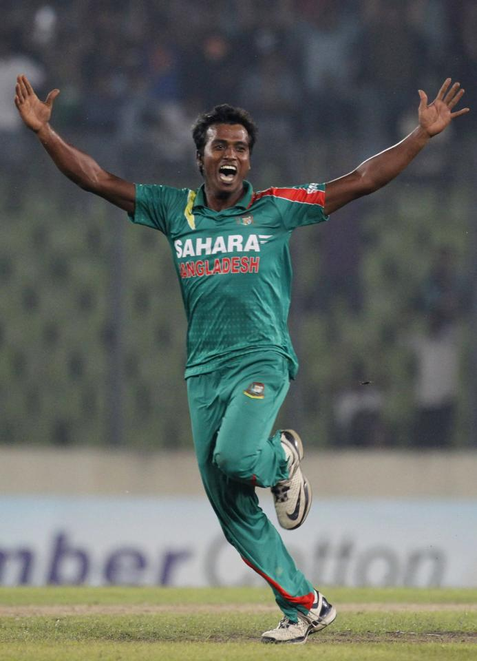 Bangladesh's Rubel Hossain celebrates as he dismissed New Zealand's Brendon McCullum successfully during their first one-day international (ODI) cricket match in Dhaka October 29, 2013. REUTERS/Andrew Biraj (BANGLADESH - Tags: SPORT CRICKET)