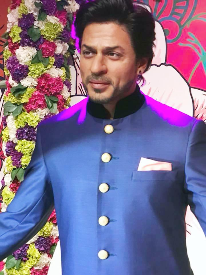 Shah Rukh Khan's new wax figure is showcased in a special interactive and entertaining themed zone at Madame Tussauds Delhi. (Image: News18)