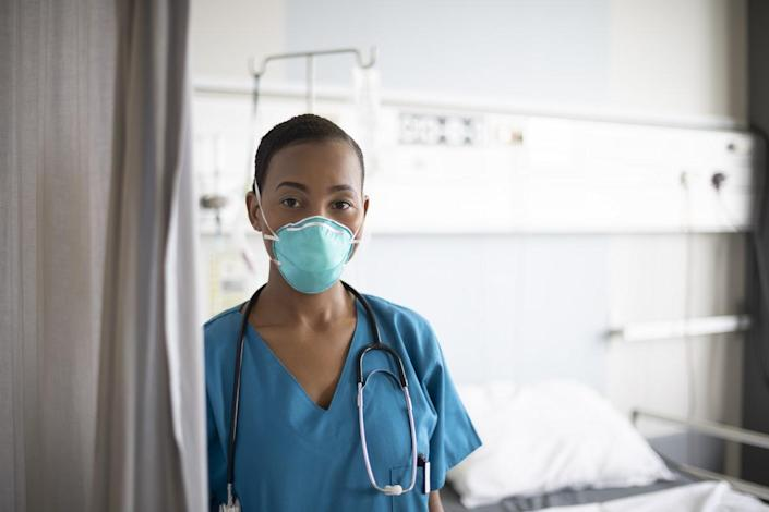 Nurse wearing N95 face mask